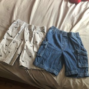 2 pairs of boys Garanimals 5t shorts